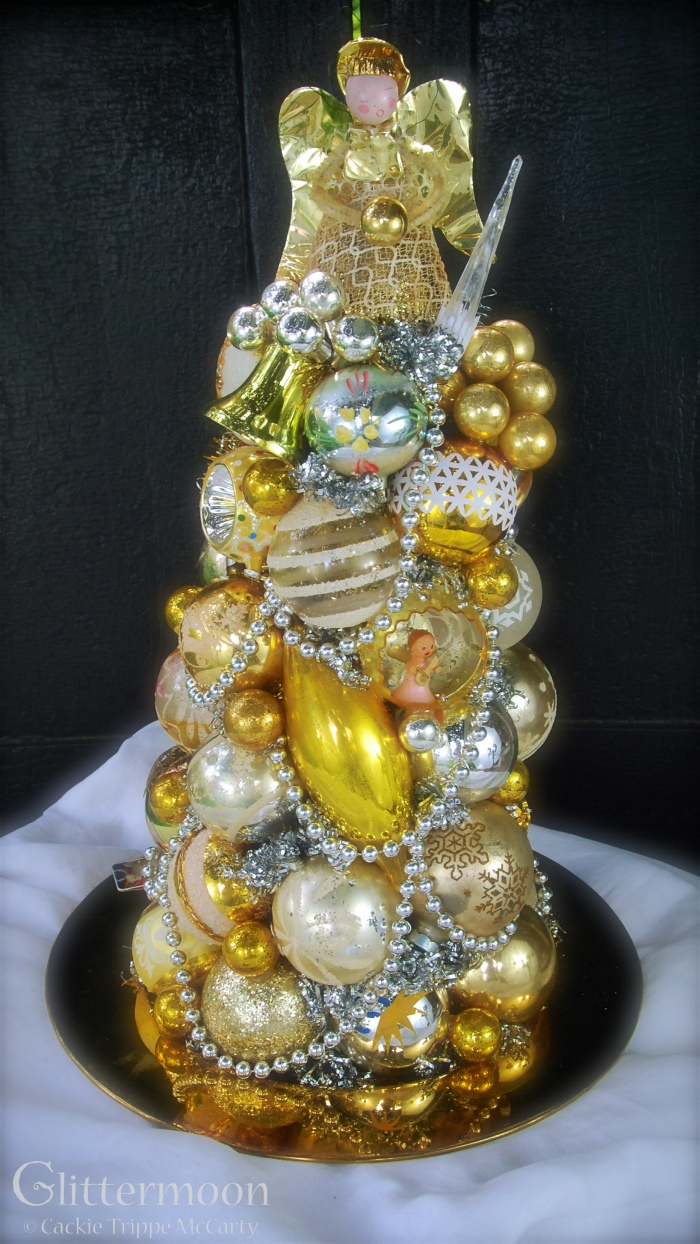 Golden Halo Centerpiece© Glittermoon Vintage Christmas 2016 1