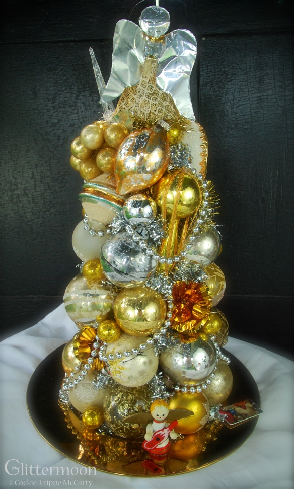 Golden Halo Centerpiece© Glittermoon Vintage Christmas 2016 4
