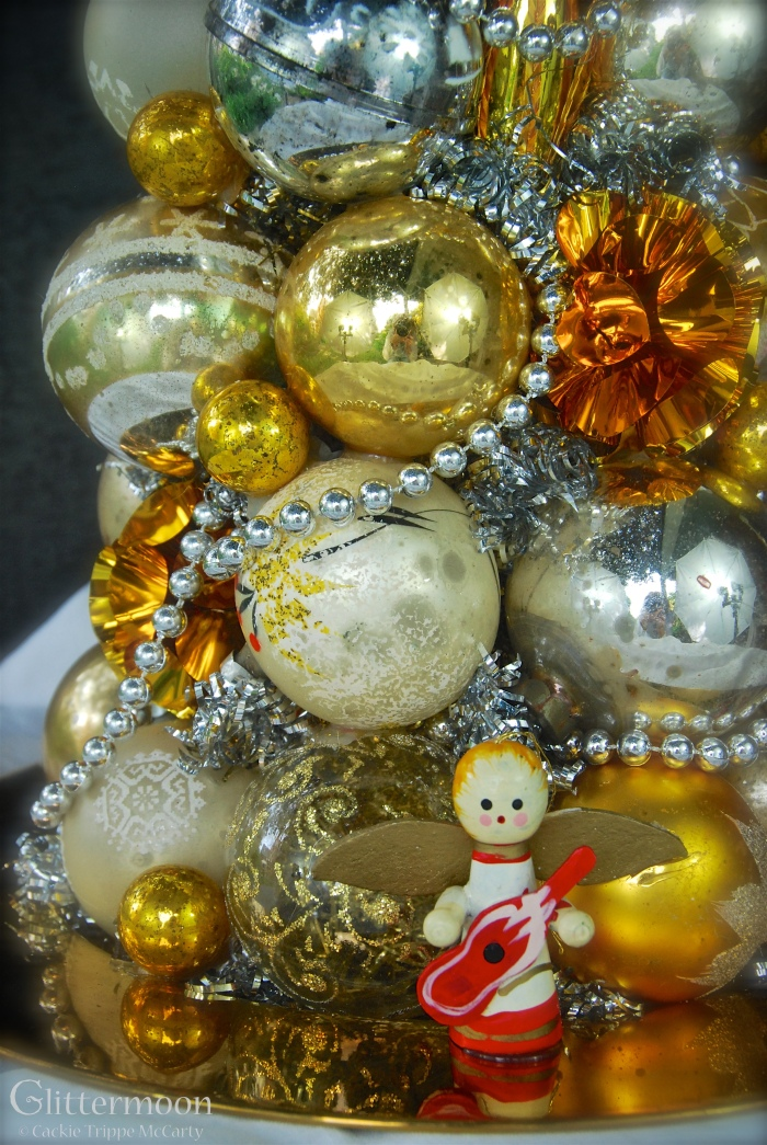 Golden Halo Centerpiece© Glittermoon Vintage Christmas 2016 5